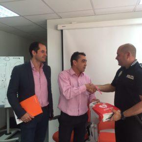 Ciudadanos Algete dona un desfibrilador a la Policía Local